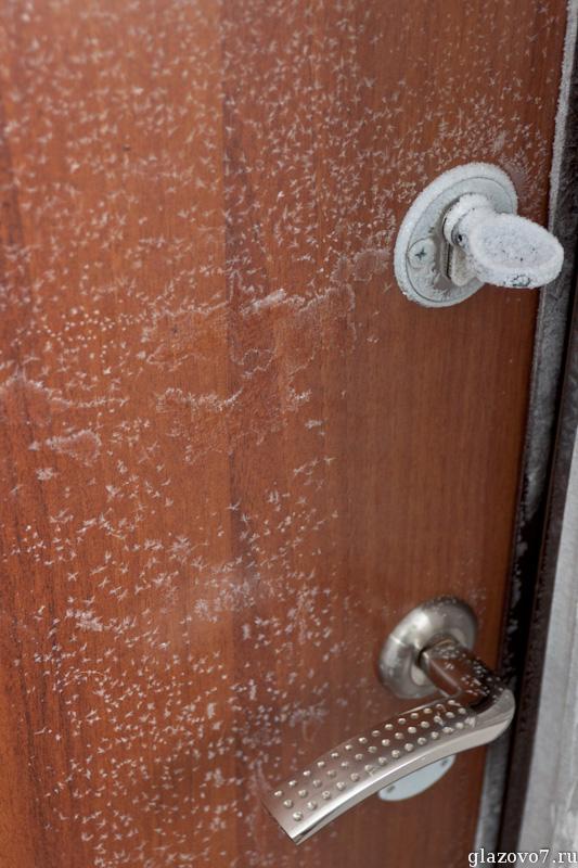 Почему промерзает входная дверь в частном доме